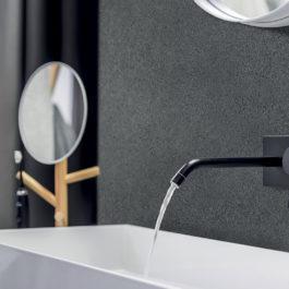 GXWall+XXL, une solution décorative étanche et hygiénique. Décor Wise Stone Grey pour ce point d'eau.